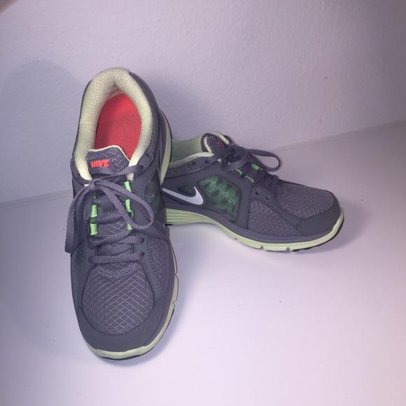 Zapatos Cal Nike Mujeres Dual Fusion Cal Zapatos 75 Poshmark Zapatillas Gris b6122f